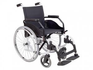 Cadeira de rodas de cor preta