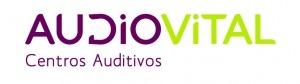"""Logótipo da """"AudioVital Centros Auditivos"""" com cores roxa e amarela"""